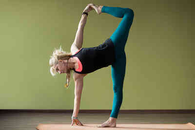 5 beginner bikram yoga poses  your lifestyle options