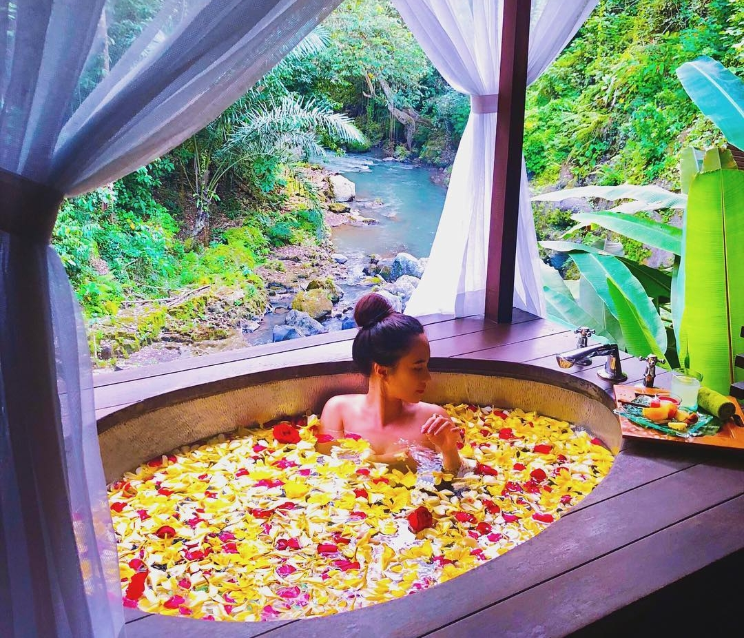 Bathe in Luxury At A Spa